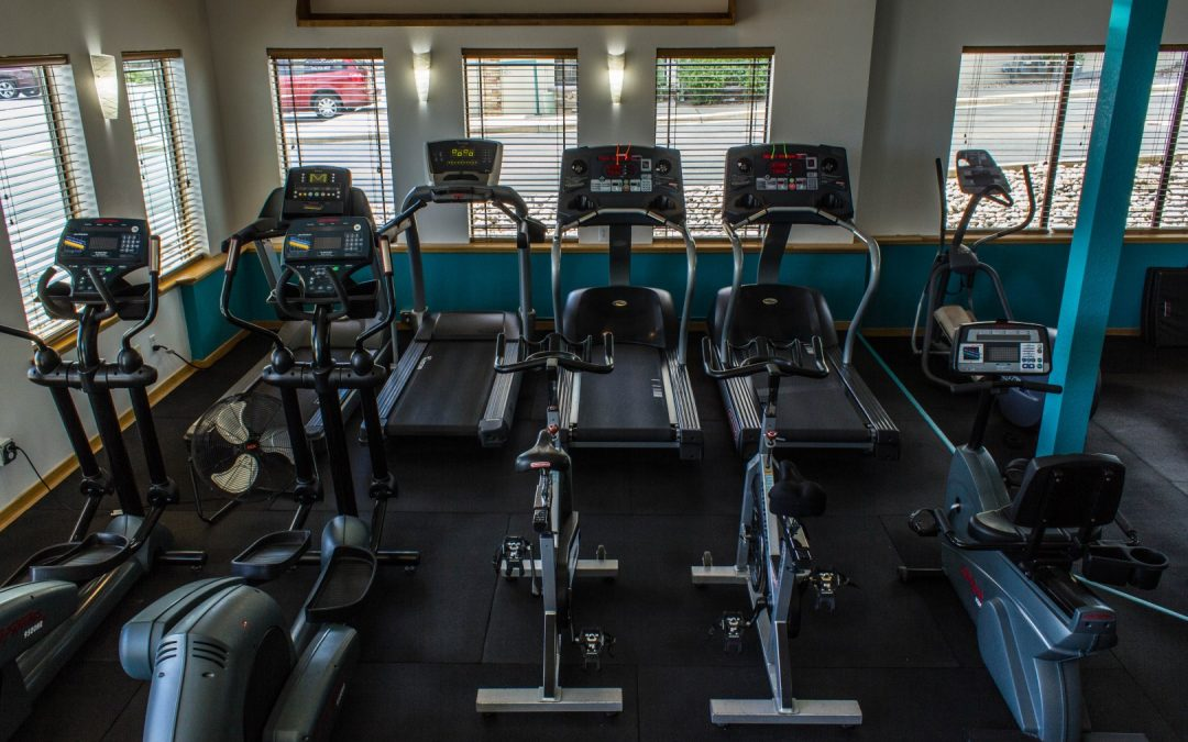 Personal Training Studio vs. Health & Fitness Clubs: Which is Right for Me?